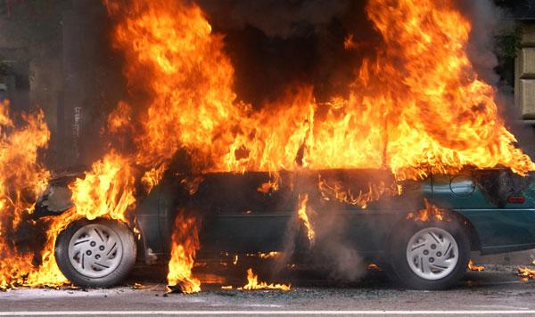 Ночью в Харькове горел автомобиль